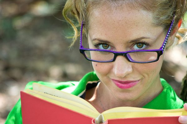 woman-brunette-purple-glasses-reading